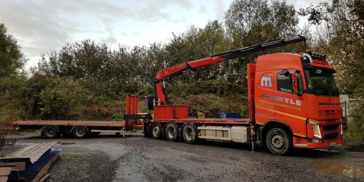 Vrachtwagen met laadkraan (36T/m) achteraan